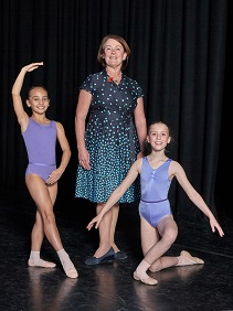 Cecchetti Associates Performance Shield Winner Carrie Kitchen and Runner up Isabella Pattison with Adjudicator Linda Young