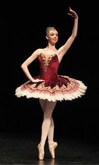 Ashleigh-McKimmie,-winner-of-the-Enrico-Cecchetti-Award-